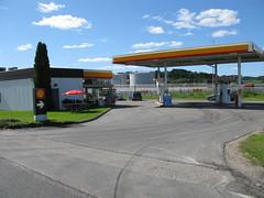 Shell (petrol station), Alevägen, Nol, 2011 (biketommy999) Tags: 2011 biketommy biketommy999 sverige sweden bensinstation nol västragötaland