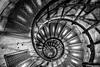 Steps of Arc de Triomphe - Paris (Andre Yabiku) Tags: arcdetriomphe arcdetriomf bw andreyabiku yabiku europa europe paris france fr fra