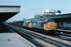 This sort of working was what these locos were modified for.....7B52 37901/905 Pt talbot-Llanwern Iron Ore Cardiff Central stn 22-06-1989 (the.chair) Tags: 7b52 37901 mirlees pioneer37905 vulcan enterprise pt talbotlllanwern ore cardiff central stn june 1989