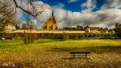 Bonny sur Loire (touflou) Tags: bonnyloire france château médiéval banc