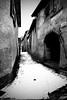 Per le vie di Coiromonte. (4) (frank28883) Tags: coiromonte armeno viuzza stradina blackwhite bianconero neve innevato stradainnevata portone mottarone