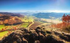 Vivies - Ariège (zqk09) Tags: france canon ariège midipyrénées nature paysage landscape sky ciel nuage cloud montagne moutain champs roche rock rocher falaise green blue bleu vert neige snow pyrénées sud 1300d 1022