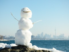 It's a balancing act (mrsparr) Tags: snowman skyline sky snow rock boulder balance ourdailychallenge odc toronto humberbayparkeast ontario canada downtown viewofdowntown skyscrapers city lakeontario lake water sunshine sunlight winter winterscene landscape theflickrlounge weeklytheme large 365 smileonsaturday madebyme 7dwf fun day outside outdoors outdoorphotography