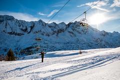 Passo del Tonale (BS) (Ondablv) Tags: sciatore sci vento vela sun sole piste profili rocciosi montagne innevate neve funivia alpi montagna vista paesaggi alps ondablv manu