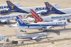 ANA Boeing 777-200; JA8197@MHV;29.01.2018 (Aero Icarus) Tags: mojave mhv plane avion aircraft flugzeug planeboneyard ana boeing777200 ja8197