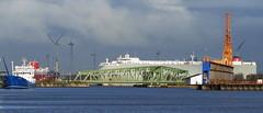 Hafen von Bremerhaven (antje whv) Tags: bremerhaven hafen port wolken clouds kräne schiffe ships