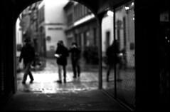 Démarche à contre-courant (Rachelnazou) Tags: caffenol blackwhite analog argentique film ilford minolta