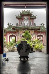508-JARDIN DE BONSAIS EN LA SALA DE ASAMBLEAS - HOI AN - VIETNAM - (--MARCO POLO--) Tags: exotismo templos ciudades curiosidades puertas