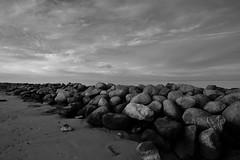 Steine (liebeslakritze) Tags: stones steine mole ostsee balticsea wasser strand beach sw schwarzweis blackwhite bw monochrome