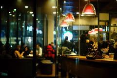 2017/1735 (june1777) Tags: snap street seoul euljiro night light starbucks cafe window bokeh sony a7ii leitz wetzlar leica summilux m 50mm f14 1250 clear