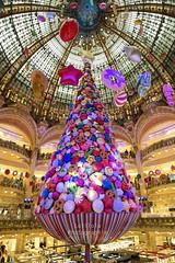 Noël... après Noël ! :-) (Lolilola Photographie) Tags: noël christmas galeries fêtes déco bonbons
