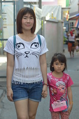meow (the foreign photographer - ฝรั่งถ่) Tags: may242015nikon mother daughter cats eyes khlong lat phrao portraits bangkhen bangkok thailand nikon d3200