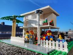 Modernist house (sander_sloots) Tags: lego legomoc moc house modernist modern bauhaus minifigs bricks lamppost lantaarnpaal nieuwebouwen modernisme minifiguren palmboom palmtree toy speelgoed