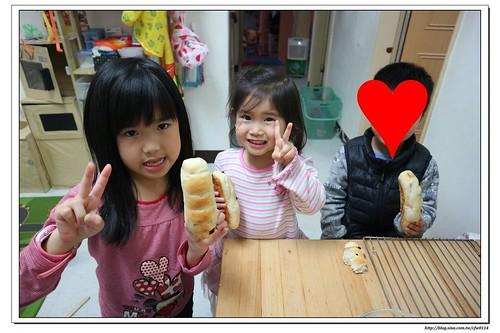 【胖寶寶日記】02|毛毛蟲葡萄乾麵包(辣媽Shania食譜)