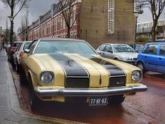 Oldsmobile (sander_sloots) Tags: oldsmobile car vlaardingen auto classic klassieker american streetlight straatverlichting lantaarnpalen lightronics prt hogro ttbf83 armatuur lantern cutlass