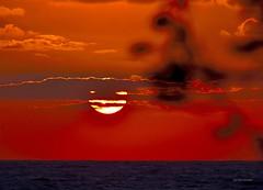 Cielo Rosso (Arcieri Saverio) Tags: red cielo rosso rouge sky mare travel tramonti calabria italy sun sunrise sunset sera nikon nikkor sigmaitalia 55300mm blue romanticismo romantic