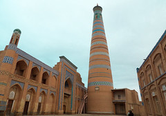 Visite de Khiva, aux aurores (Histoires de tongs) Tags: uzbekistan ouzbékistan tourdumonde travel trip roundtheworld adventure aventure voyage architecture découverte discover visite visit