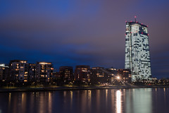 2018 EZB und Weseler Werft (mercatormovens) Tags: frankfurt skyline nachtaufnahme nikon ndfilter altebrücke main fluss spiegelung brücke hochhäuser gebäude ezb ecb ostend mainufer