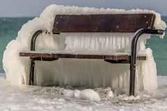 Prends place! (Lawrencexx79) Tags: winter hiver cold froid ice glace switzerland nature banc lac lake frozen