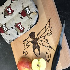 0002 Cutting board and oven glove (Andy - Tak'n a breever) Tags: aaa apple ccc cuttingboard fairy fairywithattidute fff ggg glove kkk knife ooo ovenglove ppp pyrography xxx xyloid xylopyrography