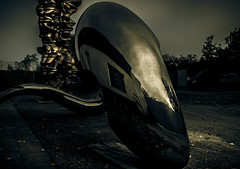 Alien vs. Predator (MARS KULT PLAZ) Tags: scuptures art foundry kayser harbour düsseldorf daniel craig chrome statue dark lightroom nikon sigma markusplatz photography