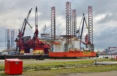 Floatel  Endurance en Seafox 2 (Hugo Sluimer) Tags: portofrotterdam port haven onzehaven botlek landtongrozenburg landtong nlrtm nederland zuidholland holland