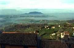 Monte Soratte, Lazio (Mattia Camellini) Tags: countryside campagna lazio panorama landscape montesoratte montopolisabina mattiacamellini vintagecamera vintagelens supertakumar1450mm kodakgold100 canoscan9000fmarkii italy explore