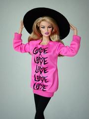 Love Love Love (Deejay Bafaroy) Tags: fashion royalty fr integrity toys it doll puppe barbie refinement vanessa perrin portrait porträt blonde pink black schwarz hat hut mattel bigshirt shirt pullover