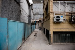 Dead End (Tom Levold (www.levold.de/photosphere)) Tags: fuji fujixpro2 isfahan esfahan street sackgasse klimaanlage aircondition deadendstreet