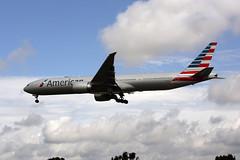 N717AN (FabioZ2) Tags: londra atterraggio americanairlines boeing 777323er cn31543