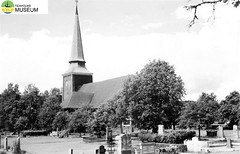 tm_2272/N. Ny kyrka i Värmland (Stöllet) 1952. (Tidaholms Museum) Tags: svartvit positiv 1952 semester värmland kyrka exteriör byggnad