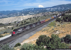 Speed Lettering and Cinder Blocks (jamesbelmont) Tags: southernpacific utah soldiersummit gilluly detour sd40t2 sd45 sd45t2 loop chrom drgw riogrande spanishforkcanyon