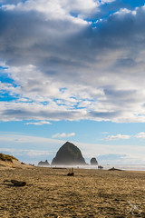 Haystack Rock (AjaRai) Tags: cannonbeach haystackrock coast ocean beautifulcapture