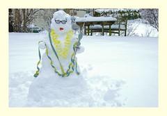 Die Rosenmontags-Schneekönigin (eulenbilder) Tags: schnee schneefrau fasching queen