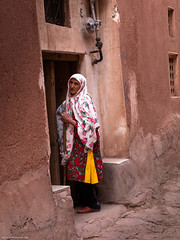 5DSL4436 (qlin zhang) Tags: abyaneh iran isfahan karkas mountain natanz safavid ancient anthropological architectural building red travel trip uniform village