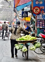 Fruits on bike (France-♥) Tags: 3206 vietnam vélo bike fruit hanoi femme woman work travail transportation people food banana banane