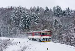 Snow baguette I. | 913.033 | Os 3181 | Poriadie - Paprad (lofofor) Tags: diesel bageta 813 913 033 os 3181 vrbovce myjava myštreka poriadie paprad staráturá nm lokálka zima sneh winter snow kopanice násyp lipovec