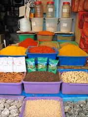Mil colores (Micheo) Tags: elzocodekairouan tunez tunisia tunisie artesania especias colores colours mercado zoco recuerdos memories 2007