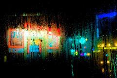 A travers la vitre (dufour_l) Tags: 18mm 2018 bleu candid couleurs eau europe everybodystreet france fujifilm hiver lavieencouleur landscape neon night nuit objectifultragrandangle paris paysage pluie regardsparisiens rouge soir streetphotography vert winter xpro1