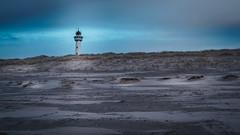 Der Leuchtturm in Egmond (stevepe81) Tags: lighthouse leuchtturm sand dünen meer strand egmond niederlande nordsee sony sigma16mm14 egkondaanzee sonyalpha6300 alpha himmel landschaft landscape gras outdoor holland