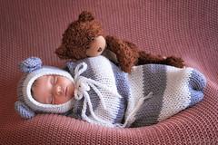 Dormi con me? (antoniopedroni photo) Tags: elisa dormiconme orsacchiotto teddybear newborn baby neonato neonata sleepwithme babies bambina