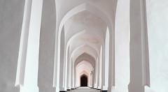 Dans une mosquée de Khiva (Histoires de tongs) Tags: uzbekistan ouzbékistan tourdumonde travel trip roundtheworld adventure aventure voyage architecture découverte discover visite visit
