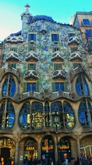 Casa Batllo - Barcelona (bertanuri bcn) Tags: bcn barcelona gaudi batllo casabatllo catalonia catalunya cataluña catalogne modernismo modernisme bertanuri explore explored colores colours colors verd blau green blue arquitectura lg g6 lgg6