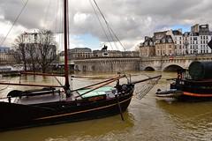 Paris /  Flood of the Seine / 4 (Pantchoa) Tags: paris france seine crue inondation bateau péniches eau iledelacité mat nuages henriiv statue pontneuf quaideconti arbres mariejeanne pantchoa pantxoa