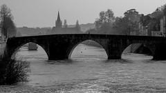 Le vieux pont et, au loin, l'eglise d'Avesnieres (Charles-Fernand) Tags: rivière pont vieux église contrejour eau mayenne laval france paysage