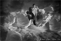El selfie d'en Toni en els Llims.  ( Barcelona - Catalunya). (Antoni Gallart i Vilarrasa) Tags: selfie antoni toni gallart d800 nikon bn bw monocromo catalunya catalonia cataluña cielo cel sky núvols nubes clouds mamiya645 sofá sofa sofà ficció fiction ficción god déu dios
