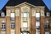 Immeuble à Saint-Quentin (frediquessy) Tags: façade saintquentin immeuble détail aisne picardie balcon fronton toit artdéco basrelief classicisme