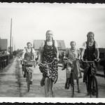 Archiv O875 Mit den Mädchen unterwegs, 1930er thumbnail