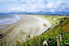 The beach at Harlech & distant Snowdonia, 29th August 1992 (Linda 2409) Tags: beach mountains railwayline coast shore sand