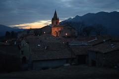 Village de Claret (RarOiseau) Tags: alpesdehauteprovence église couchant claret paca montagne village villageperché 200fav v2500